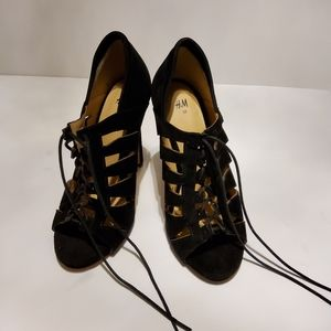 PRE-OWNED EXCELLENT CONDITION H&M LACE-UP CLOSURE